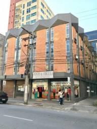 Sala comercial em região central de Joinville, aceita carros