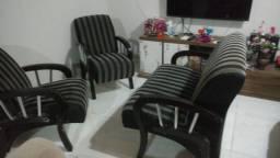 Duas poltrona é um sofá em perfeito estado de uso