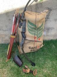 Arco e flechas para caça (75 libras) com acessórios em couro