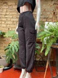 Calça preta cargo cintura alta tamanho M 38-40 NOVA