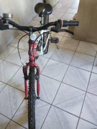 Bicicleta com marcha, aro 24.