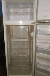 Vendo geladeira 350.00 para retirar Campo de santana