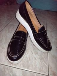 Título do anúncio: Vendo sandália fechada preta
