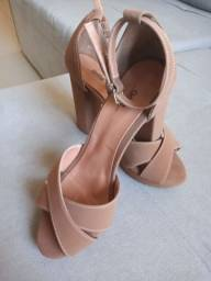 Sandália salto alto marrom