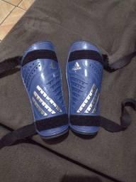 Caneleira Adidas profissional