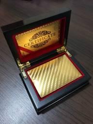 Caixa de madeira c/baralho dourado