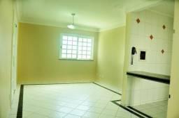 - Casa em condomínio fechado