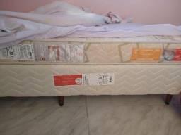Cama Box solteiro com colchão.