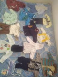 Vendo roupas de menino
