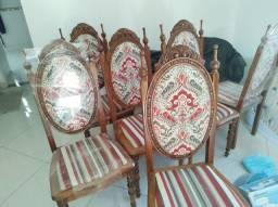 Cadeiras antigas medalhão