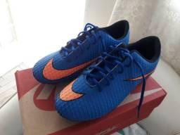 Vendo chuteira Nike azul tamanho 39