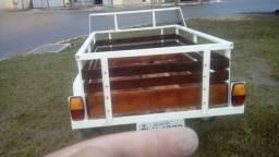 Vende-se um rebok carrocinha emplacada dut em branco