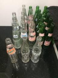 Lote de 25 garrafas de refri antigas