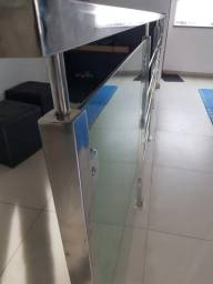 Divisória de inox e vidro