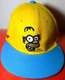 Boné Aba Reta New Era Homer Os Simpsons Amarelo Azul Regulável ea0bb4e668f