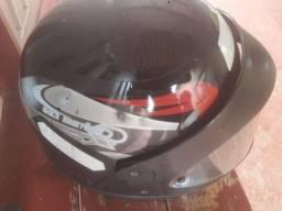 Vendo capacete bem conservado