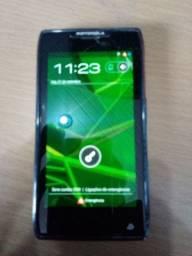 Celular Motorola quebra galho