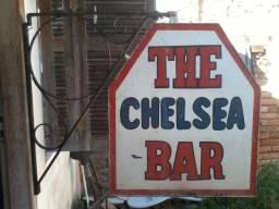 Antiga Placa Chelsea Bar Forjada/rebitada Com Suporte Ferro
