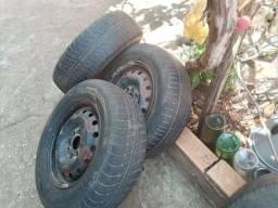 3 rodas de fiat aro 13 com pneus