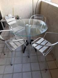 Vendo mesa com 4 cadeiras de alumínio com braço