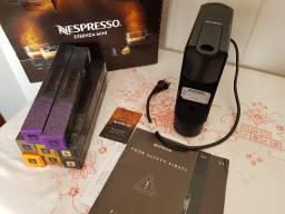 Cafeteira Nespresso Essenza Mini + Garantia Cápsulas Cartão Assinatura
