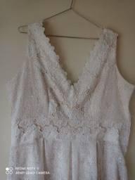 Vestido em renda bordada off white.