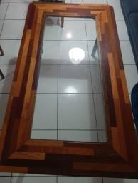 Título do anúncio: Vendo mesa de madeira e vidro, somente a mesa, permite 6 lugares.