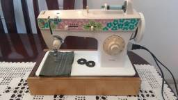 Título do anúncio: Maquina de Costura Singer Facilita 248, em excelente estado, uma costura bem regulada