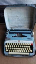 Máquina de escrever antiga elgin.