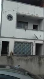Apartamento na rua principal do Bairro Industrial com 3 quartos, banheiro social, terraço