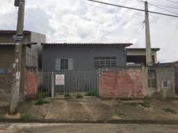 Três casas no Parque Residencial das Andorinhas em Cosmópolis-SP. (CA0106)