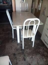 Mesa em mármore seminovos com 4 cadeiras
