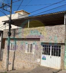 Casa de 3 quartos, com quintal e cobertura, no Bairro São João