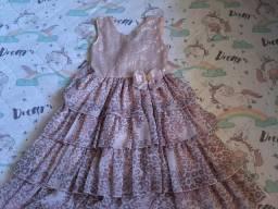 Vendo 2 vestidos de festa para crianças