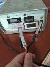 Carregador de bateria com voltímetro