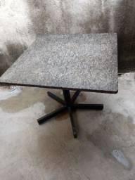 Mesa de mármore.
