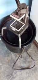 Fritadeira e cortador de batata