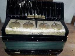 Título do anúncio: Vendo ou troco acordeon sanfona italiana scandalli