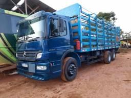 Caminhão Atego 2425