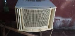 Vendo esse ar-condicionado gelando superbem 220v7.500