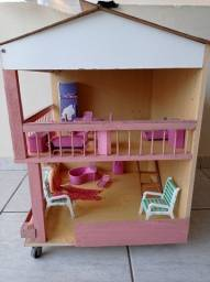 Casinha de boneca em madeira