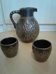 Jarra em porcelana Antiga com dois copos