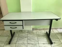 Mesa secretária com 2 gavetas a esquerda