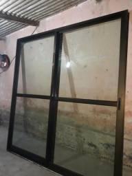 Vendo umas portas de alumínio e vidro