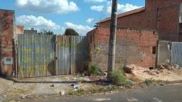 Terreno com 270m², no Recanto das Laranjeiras em Cosmópolis-SP, aceita desdobro. (TE0076)
