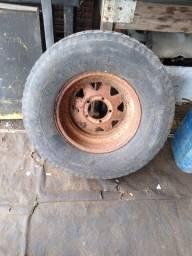 Roda e pneu caminhonete