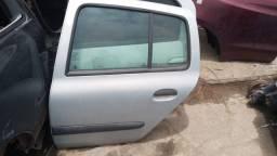 Título do anúncio: Clio 2001 sedan porta traseira esquerda