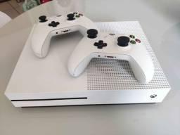 Xbox One S - 2 controles + COD + jogos