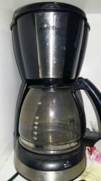 Vendo 1 cafeteira preta Britânia usada em bom estado