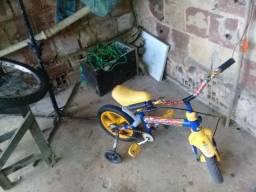 80 Reais  essa bike  aro  12 ta toda boa sem defeitos